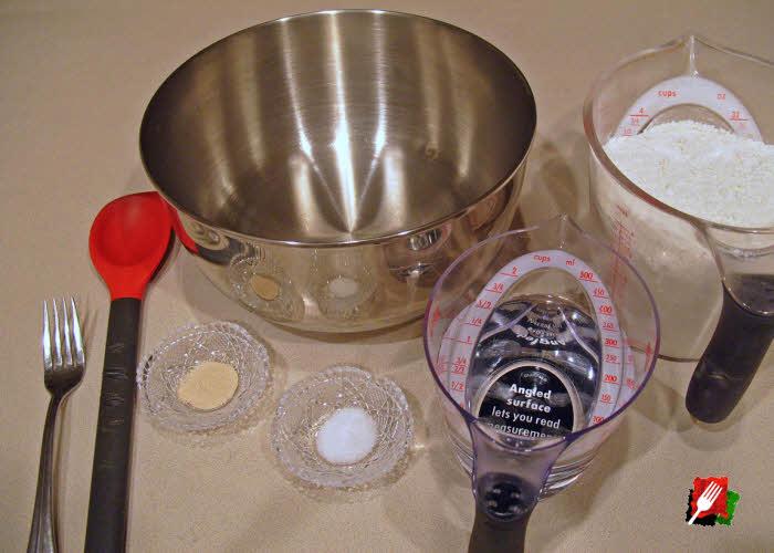 Kitchen tools to make the dough