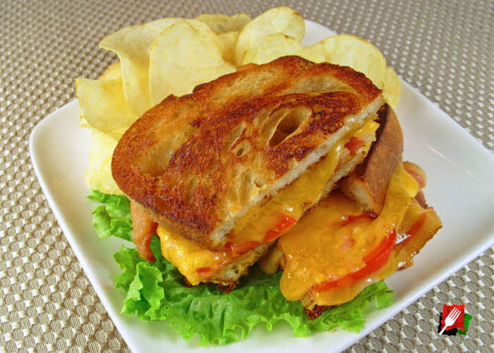 Gourmet Grilled Cheese with Bacon and Tomato